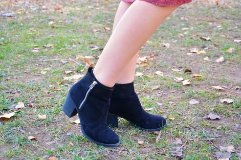 black-boots-suede-heels