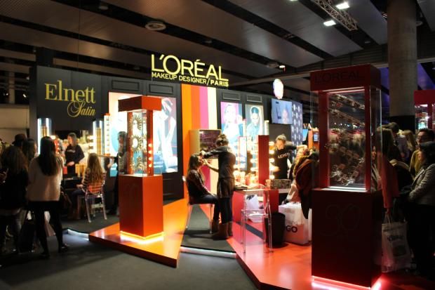 stand loreal fashion week