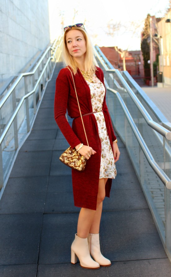 flowers streetstyle cardigan red vintage bag gold cute dress white boots botas blancas vestido flores