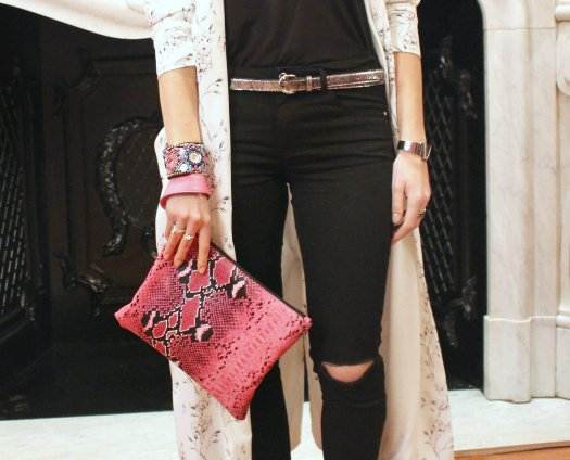 clutch cartera telva abrigo light coat heels stilettos rosa pitón python ripped jeans silver belt
