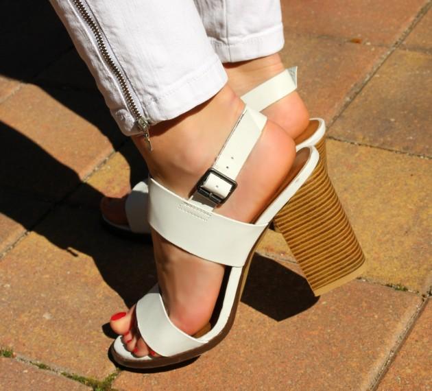 white sandals sandalias blancas tiras anchas stripes summer