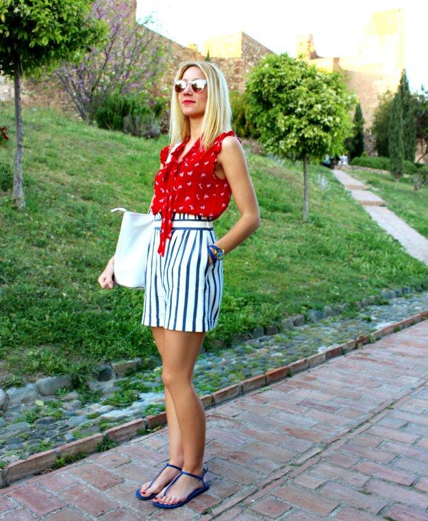 streetstyle pantalones cortos rayas marineras azul blanco bolso sandalias sunglasses Zara