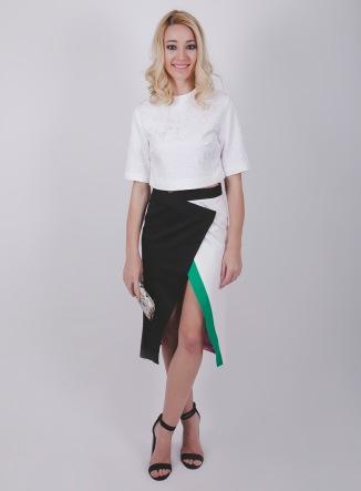 falda midi abertura skirt slit crop top rocknrom balck sandals sandalias negras blanca negra outfit streetstyle look