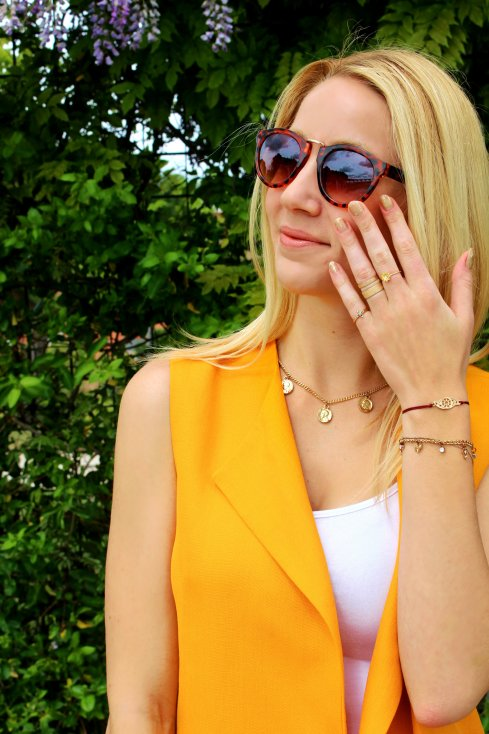 sunglassescute girl model carey gafas sol naranja collar monedas oro gold coins