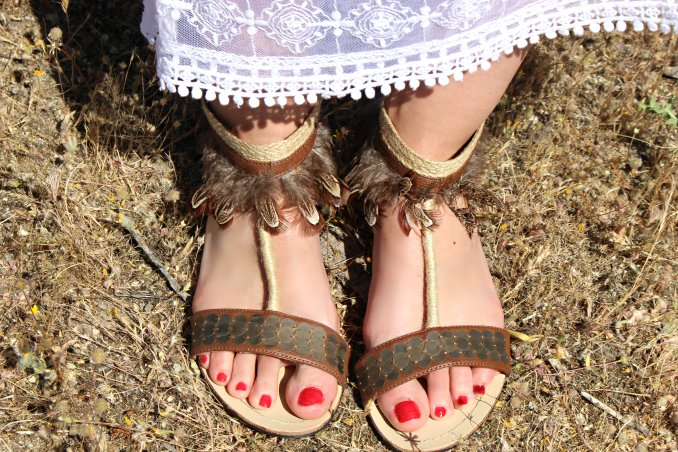 feather sandals shoes shoelover streetstyle blogger moda trends summer veranonails red ethnic etnico