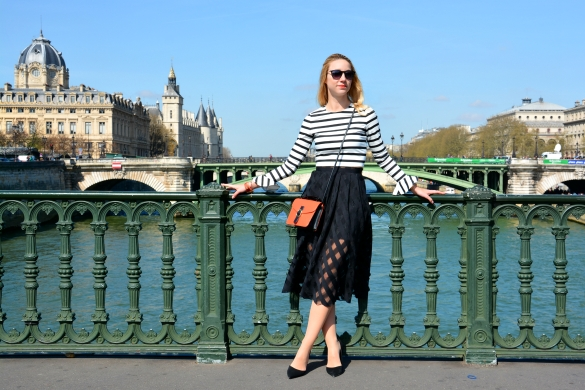 paris fashionblogger midi skirt black white