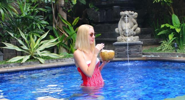 fashionblogger lifestyle bali travel luxury holidays resort summer
