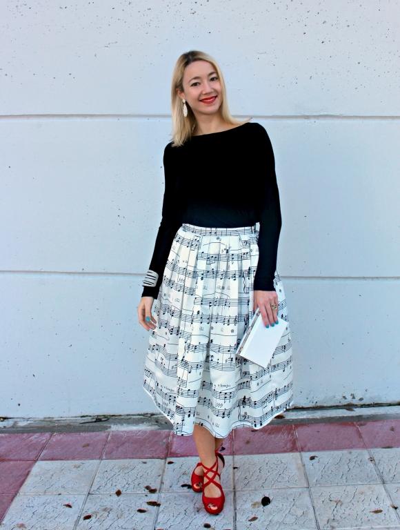 streetstyle 50s skirt midi music pattern white inspo fashionblogger