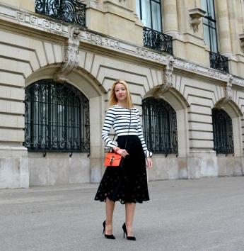 fashionblogger paris stripes croptop spanish trends midi skirt inspo blonde