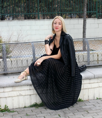 leather jacket black glam rock streetstyle wear style tips trtansparent maxi skirt winter trends