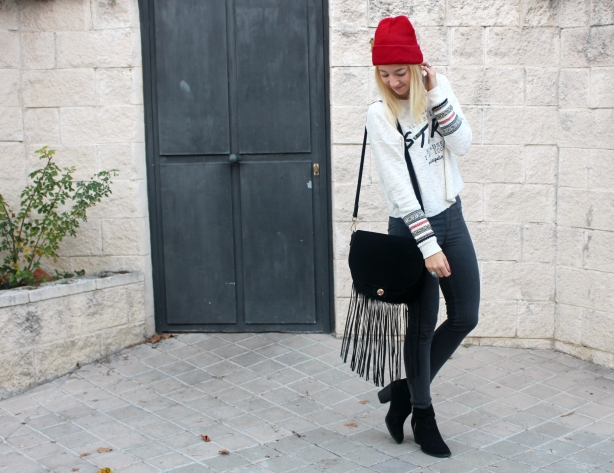 embroidered sleeves colourful look outfit red beanie blogger style