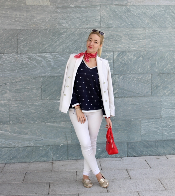 fashion blogger knitted pullover white blazer suit spring trends
