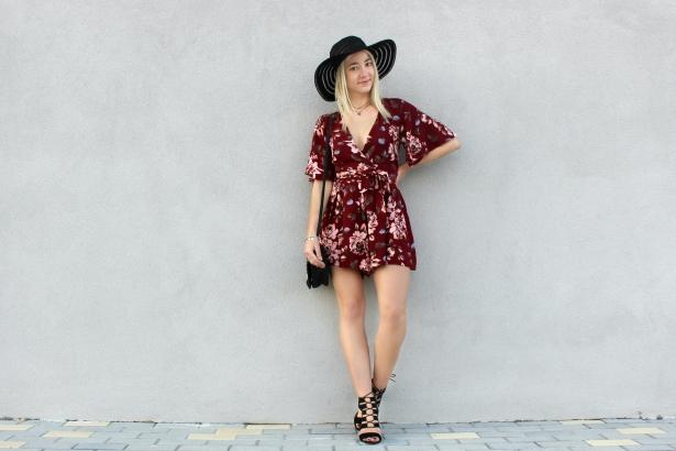 floral romper streetstyle fashionblogger burgundy flowers print rojo mono verano trends