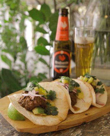 tacos-de-carne-mechada-con-pina-y-aguacate