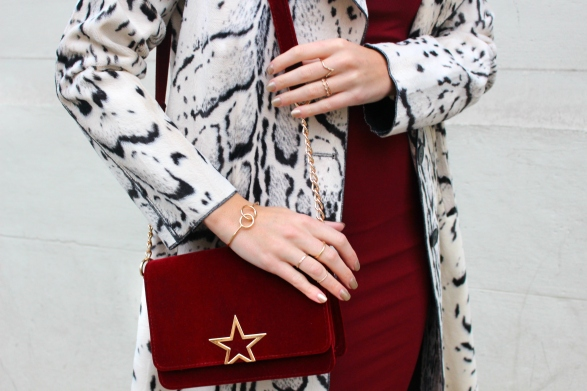 gold jewellery joyas oro fashionblogger itgirl velvet terciopelo rojo bolso
