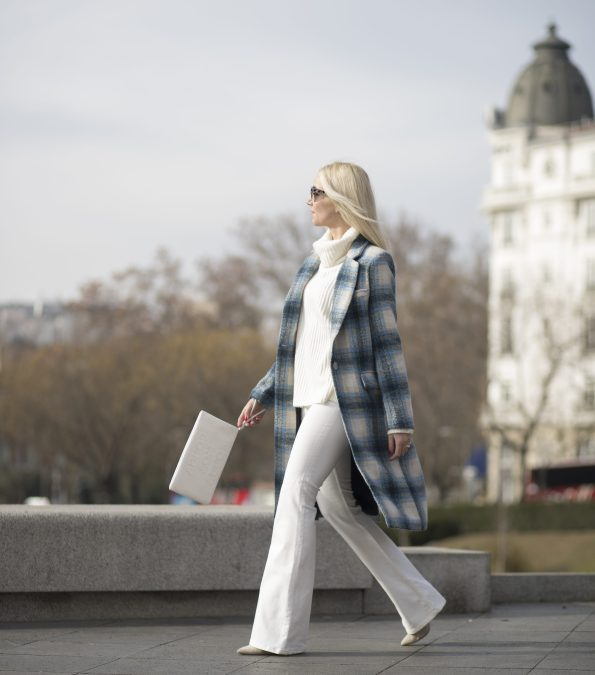 white winter cozy coat blue wool streetstyle wiw ootd fashionblogger